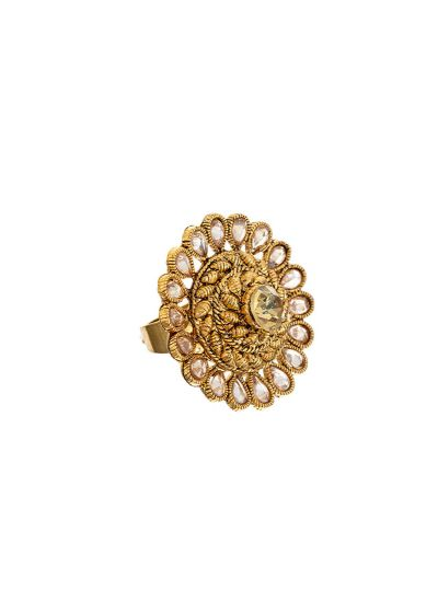 Gold ring with stonework